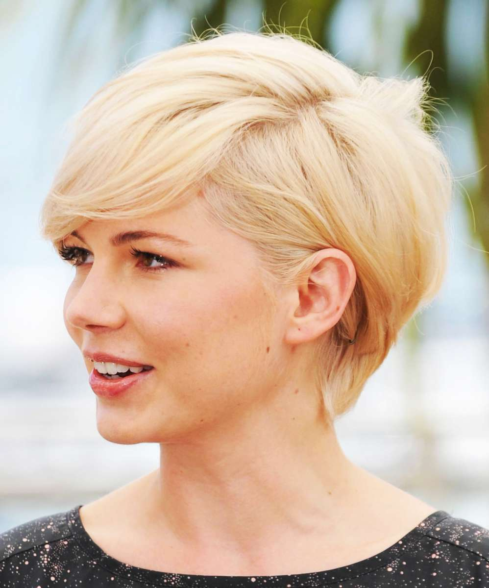 Short haircut for round face thin hair
